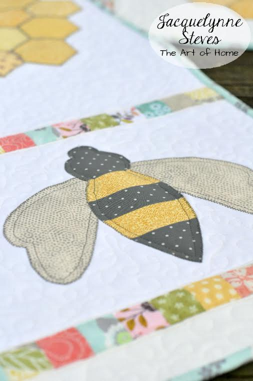 bee table runner 1